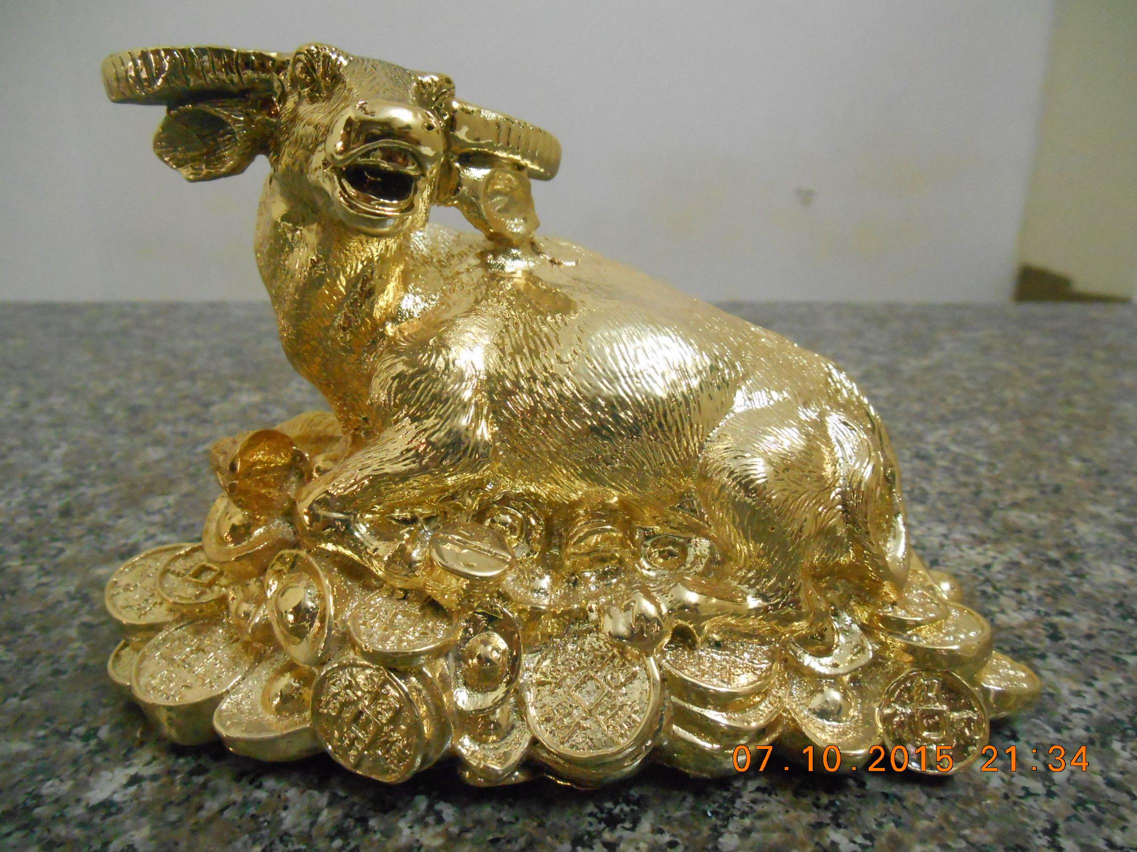 Linh vật phong thủy  - Tượng trâu mạ vàng