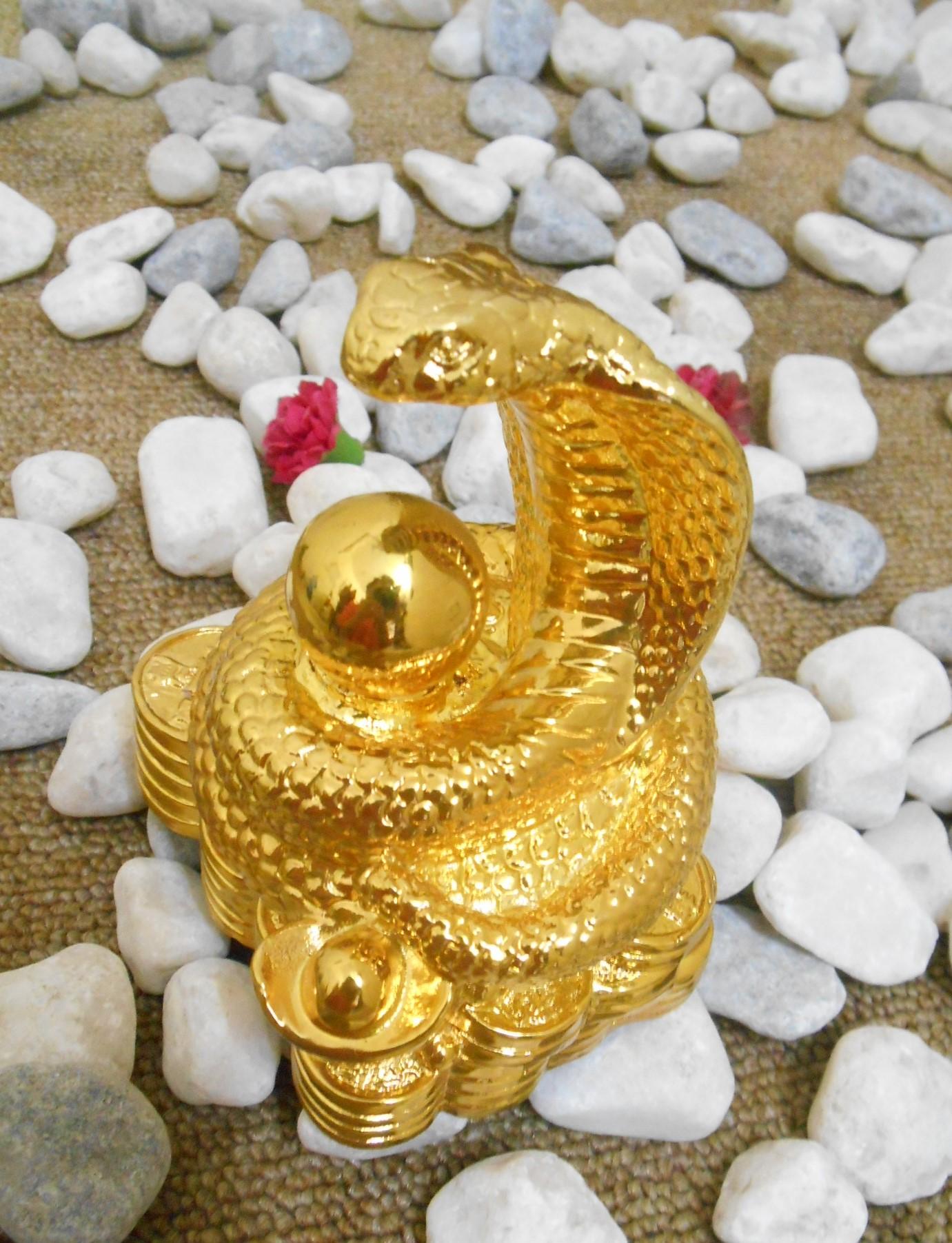 Tượng rắn mạ vàng 24k