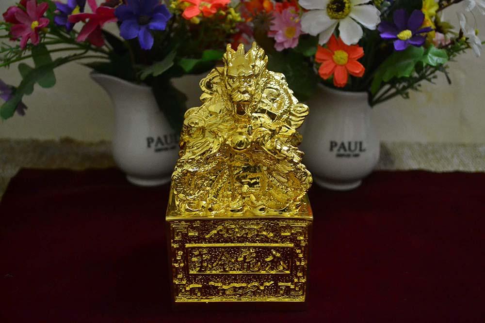 Ấn rồng mạ vàng - hình ảnh mang đến sự may mắn, tài lộc