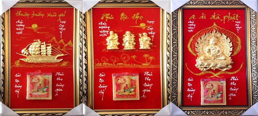 Bạn nên lựa chọn lịch Tết mạ vàng để làm quà tặng gửi đến bạn bè, đối tác