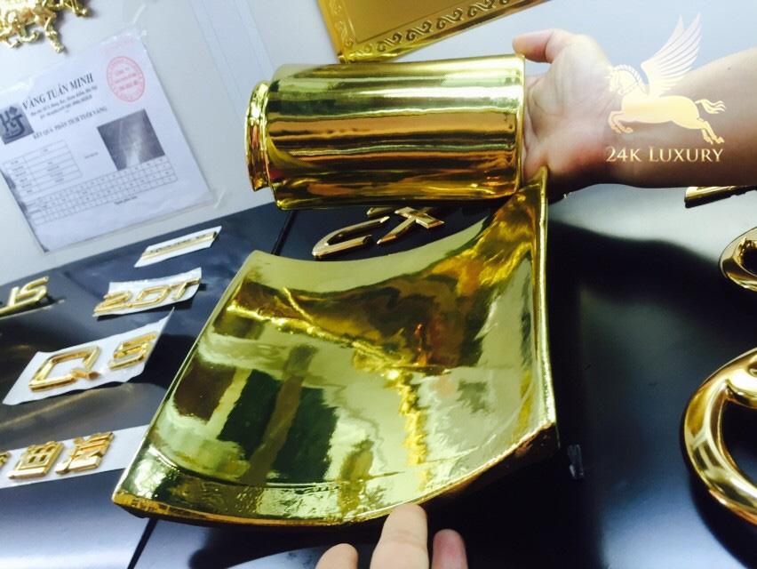 ngói sứ mạ vàng