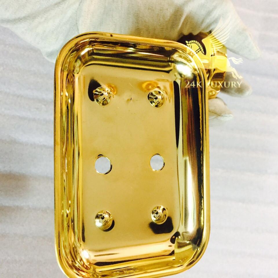 Kệ dựng xà phòng mạ vàng là mộ phụ kiện quan trọng trong bộ thiết bị phòng tắm mạ vàng tại Vina Gold Art