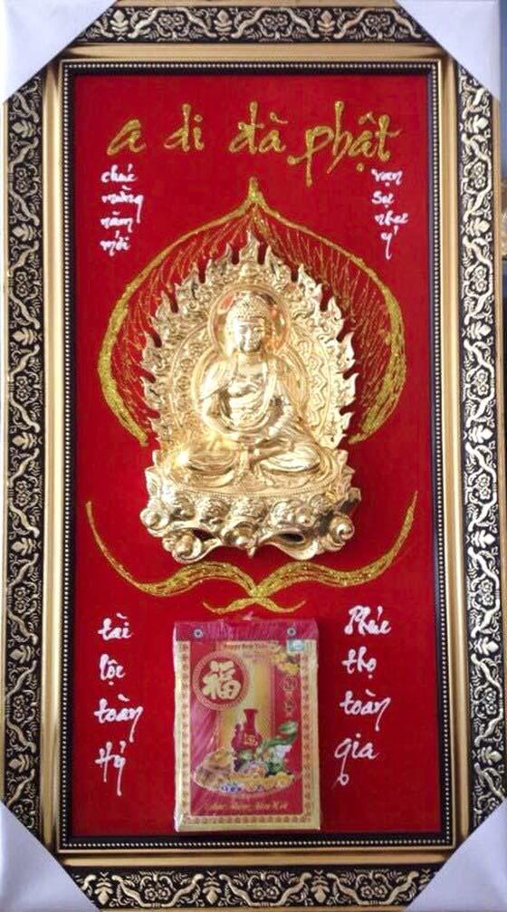 Lịch Tết mạ vàng với hình ảnh tượng Quan Âm bồ tát mạ vàng