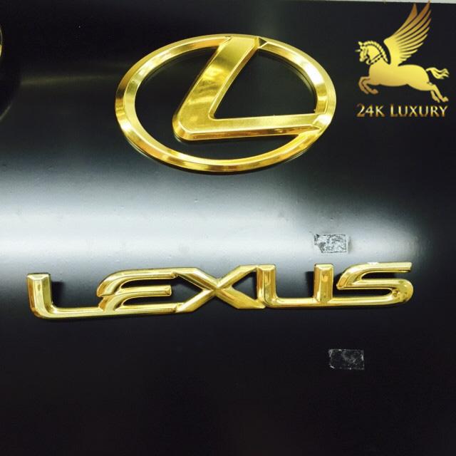 Logo Lexu mạ vàng và bộ chữ logo Lexus mạ vàng