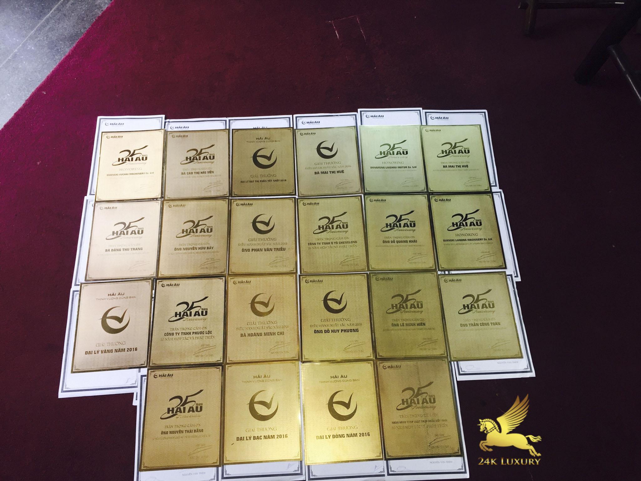 Mẫu kỷ niệm chương mạ vàng góp phần tôn vinh giá trị của món quà